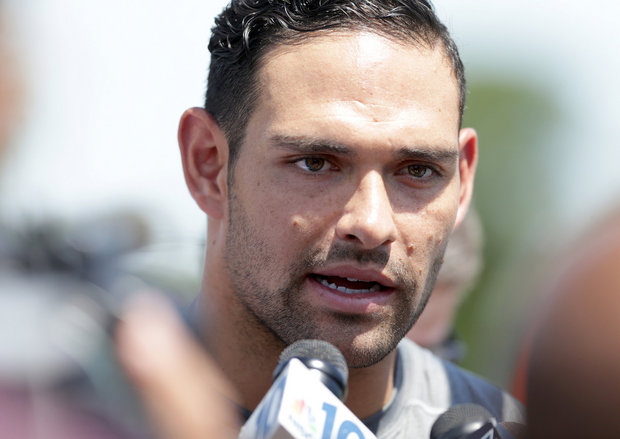 Mark Sanchez embracing Chicago Bears backup QB role, but should he be starting?